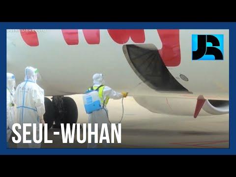 Primeiro epicentro do coronavírus, cidade chinesa de Wuhan volta a receber voos internacionais
