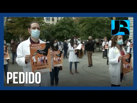 Em meio à segunda onda de covid-19, médicos espanhóis protestam